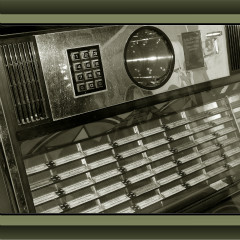 <strong>Electronic Jukebox</strong>
